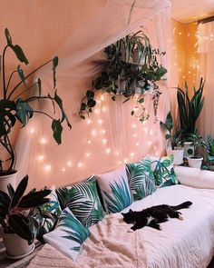 48 cozy dorm room decoration ideas with special look 2 Cute Room Ideas, Cute Room Decor, Teen Room Decor, Teen Bedroom Lights, Hippie Bedroom Decor, Hippie Apartment Decor, Twinkle Lights Bedroom, Fairy Lights Room, Dorm Room Themes