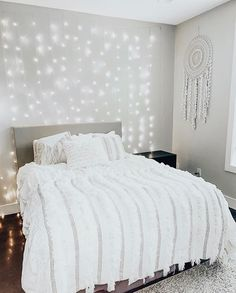 14 Fabulous Rustic Chic Bedroom Design and Decor Ideas to Make Your Space Special - The Trending House Room Ideas Bedroom, Girls Bedroom, Bedroom Inspo, Master Bedrooms, Bedroom Designs, Bedroom Furniture, Cute Room Decor, Aesthetic Room Decor, Aesthetic Art