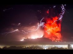 The view from Puerto Varas shows a high column of ash and lava spewing from the Calbuco volcano in the darkness of early Thursday. The Calbuco Volcano in Chile. Natural Phenomena, Natural Disasters, Lava, Chili, Erupting Volcano, Volcanic Ash, Lightning Strikes, 6 Photos, Scary Photos