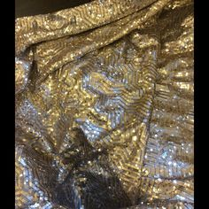 NIB Drop in Modern Gold. Sequin backdrop New in the box ..gold and silver sequins size 9 x 9..beautiful for weddings, birthdays, proms..retails $375 Drop in modern Other