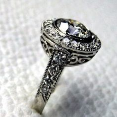 Goooorgeous vintage ring! would love to have it! its perfect!