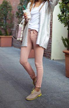 me gusta el color del pantalón!!