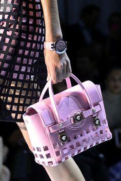 Детали: Versace, весна-лето 2015. - http://vikagreen.ru/detali-versace-vesna-leto-2015/ #Versace