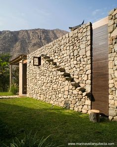 Peruvian architect, Marina Vella, has completed Chontay Stone House on a rural site, south-east of Lima. Project By Marina Vella Arquitectos Stone Stairs, Stone Facade, Brick And Stone, Stone Work, Facade Design, Exterior Design, Stone Houses, Facade House, Architecture Details
