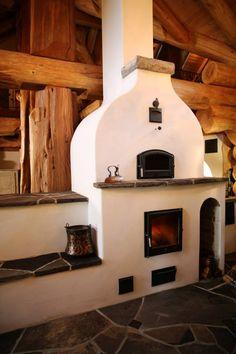 Дом из бревна-фрагмент печи