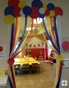 Bildergebnis für kindergarten ideen turnen - picture for you Decoration Creche, Class Decoration, School Decorations, Birthday Decorations, Circus Theme Decorations, Carnival Birthday Parties, Circus Birthday, School Carnival, Rainbow Birthday