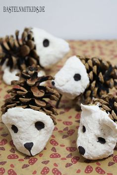 Hedgehogs make pine cones and a little hedgehog knowledge is also added Activities For Kids, Crafts For Kids, Preschool Ideas, Kraft Dinner, Diy Recycle, Pine Cones, Stuffed Mushrooms, Yummy Food, Make It Yourself