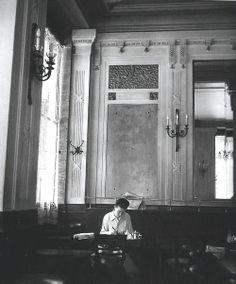 Simone de Beauvoir, par Robert Doisneau, 1944.