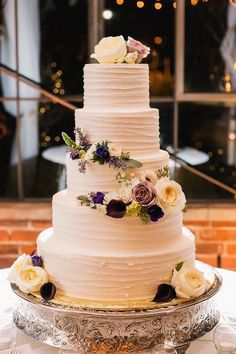 Elegant wedding cake; photo: VUE Photography