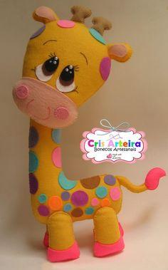 BOneca Girafa, confeccionada em feltro.