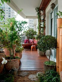 Creative Ideas for Balcony Garden Containers Nice balcony design Apartment Balcony Garden, Small Balcony Garden, Apartment Balcony Decorating, Outdoor Balcony, Apartment Balconies, Small Patio, Outdoor Spaces, Outdoor Gardens, Outdoor Living