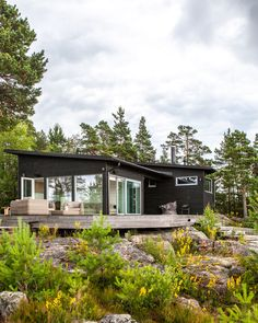 Summer house in Finland Summer house in Kirkkonummi, Finland. Sunhouse - Modern prefab homes Sunhouse # cottage Mini Chalet, Small Summer House, Black House Exterior, Summer Cabins, Tiny House Cabin, Cozy Cottage, Cabins In The Woods, Exterior Design, Future House