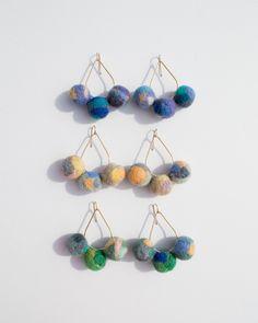 Craft Stick Crafts, Felt Crafts, Diy Crafts, Diy Yarn Earrings, Earring Crafts, Crochet Patterns For Beginners, Diy Accessories, Blue Gold, Needle Felting