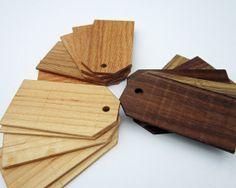 Conjunto de etiquetas de regalo de madera reciclada por redmaplerun