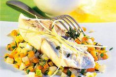 Das Rezept für Seelachs auf Gemüse mit allen nötigen Zutaten und der einfachsten Zubereitung - gesund kochen mit FIT FOR FUN