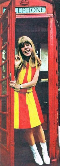 Jenny Boyd in Foale and Tuffin 'Sunburst' dress for Daphne (division of Puritan Fashions), 1965.  Laura's note: I love this picture so much, I think it really shows what a great model Jenny was.  SO Sixties!