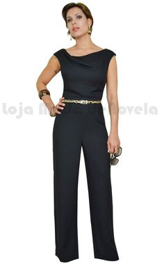Macacão fantástico Moda de Novela Fashion Tv, Womens Fashion, Fashion Design, Fashion Trends, Jumpsuit Elegante, Look Chic, Custom Clothes, Dress Patterns, Pretty Dresses