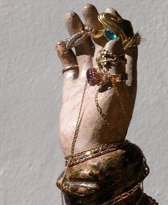 The right hand of the Madonna di Merino, a statue of Mary venerated in Vieste in the Italian province Foggia. The feast of the Madonna di Merino is celebrated on the of May each year. Little Prayer, Prayer For You, Family Symbol, Show Of Hands, Hand Signals, Spiritus, Hand Writing, Hail Mary, Palmistry
