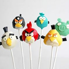 "These cute Angry Birds Cake Pops put two top trends into one delicious dessert. If your kids (or any of the ""big kids"" in your house) love the Angry Birds game, they're sure to love these homemade cake pops. Festa Angry Birds, Angry Birds Cake, Cake Pops, Bird Cakes, Cupcake Cakes, Piggy Cupcakes, Cupcake Toppers, Cupcake Original, Babybel Cheese"