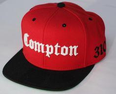 http://bonesbr.com/post/45833937591/starter-compton  Compton é uma região de Los Angeles que ficou conhecida no mundo todo através das rimas dos grupos N.W.A. e Compton's Most Wanted, durante a segunda metade dos anos 1980. Um dos ícones visuais mais...