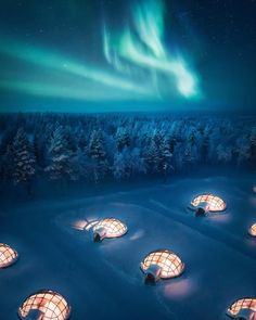 Imagine watching natural light show from these glass igloos Lapland Finland Fast Crazy Nature Deals. Finland Travel, See The Northern Lights, Glass Igloo Northern Lights, Northern Lights Canada, Unique Hotels, Luxury Hotels, Destination Voyage, Beautiful Places To Travel, Beautiful Scenery