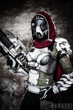 An awesome Destiny Hunter cosplay by Karin Olava …
