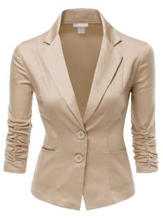 Slim lined basic blazer with front dart line and short length as casual mood