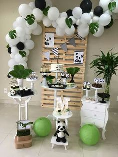 Toppers de Cupcake Party Monster monstruo por TheChicBootique Boy Birthday Parties, Birthday Party Decorations, Baby Shower Parties, Baby Shower Themes, Baby Boy Shower, Panda Themed Party, Panda Party, Panda Birthday Cake, Panda Baby Showers