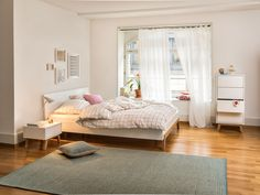 Micasa Schlafzimmer mit Bett (verschiedene Grössen erhältlich), Nachttisch und Kommode aus dem Programm MAILLARD