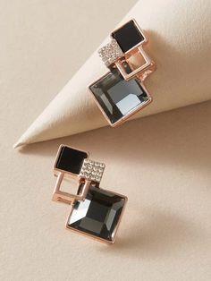 Indian Jewelry Earrings, Fancy Jewellery, Fancy Earrings, Jewelry Design Earrings, Gold Earrings Designs, Ear Jewelry, Antique Earrings, Stylish Jewelry, Simple Jewelry