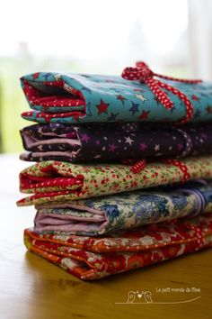 Productions for the Christmas market - The little world of Miaë , Coin Couture, Couture Sewing, Sewing Hacks, Sewing Crafts, Sewing Projects, Creation Couture, Sewing Appliques, Learn To Sew, School Bags