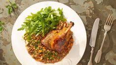 Novoroční čočka: Připravte si ji podle Zdeňka Pohlreicha nebo Karolíny Kamberské   Recepty.Blesk.cz Seaweed Salad, Ale, Grains, Food And Drink, Meat, Chicken, Ethnic Recipes, Ale Beer, Seeds