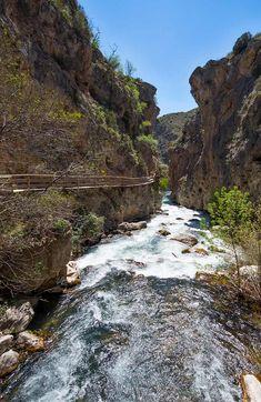 El Caminito del Rey y otras pasarelas sobre ríos más espectaculares de España - Foto 1 Wooden Walkways, Suspension Bridge, Natural Playgrounds, Waterfalls