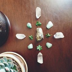 #element #earth #grid #crystals #stones #clover (luck & abundance grid)