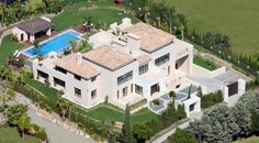 Apartment for Sale in Nueva Andalucía, Marbella, Costa del Sol. CLICK ON IMAGE FOR INFO & PRICE.