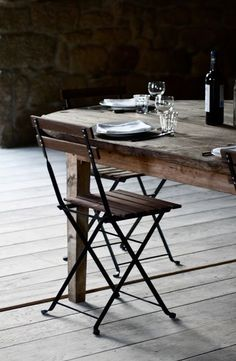 A for Aubrac and an Antique Home too. Kitchen Dining, Dining Room, Dining Table, Come Dine With Me, Deco Nature, Home Design, Interior Design, Cafe Restaurant, Fine Dining