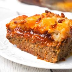 Cheesy Tater Tot Meatloaf Casserole is an easy ground beef dinner recipe with a meatloaf base, topped with a ketchup and bbq sauce glaze, tater tots, shredded cheese and crumbled bacon. Kraft Foods, Kraft Recipes, Vegan Recipes Easy, Cooking Recipes, Oven Recipes, Beef Casserole Recipes, Ground Beef Casserole, Meatloaf Recipes, Casserole Dishes