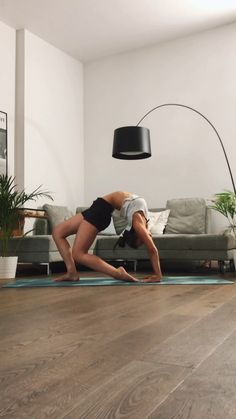 Abends Back Bend Flow - Yoga - Fitness Motivation Yoga Bewegungen, Yoga Pilates, Ashtanga Yoga, Yoga Flow, Pilates Video, Kundalini Yoga, Yoga Meditation, Yoga Fitness, Fitness Logo