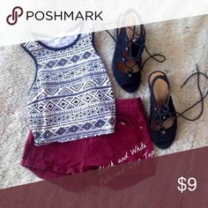 Super Cute Patterned Crop Top Super chic and will go with all of those cute summer outfits! Size S, great condition! Tops Crop Tops