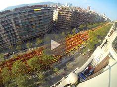 Espectacular timelapse de la senyera més gran de la història Political Status, Catalan Independence, Barcelona Catalonia, Times Square, Country, Building, Travel, Life, Outdoor