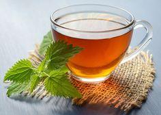 Nazbierajte si zdravú žihľavu. Ayurveda, Peppermint Tea Benefits, Allergies Alimentaires, Green Tea Drinks, Green Tea Benefits, Seasonal Allergies, Types Of Tea, Heartburn, Detox Waters