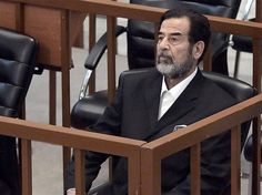 Former Iraqi Saddam Hussein é condenado a mortepresident Saddam Hussein sits in the defendant's dock on 5 November 2006, moments before he receives his verdict during his trial held under tight security in Baghdad's heavily fortified Green Zone (© Rex Features)