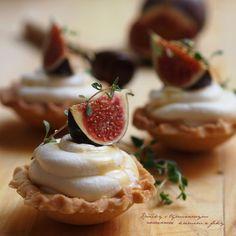 Tartaletky, mascarpone, tymián, fíky Camembert Cheese, Food And Drink, Pudding, Pie, Cupcakes, Sweet Stuff, Tarts, Figs, Mascarpone