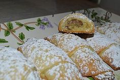 Rahmkipferl mit Nussfülle Rahmkipferl with nut filling, a great recipe from the category bread and rolls. Povitica Recipe, Brigitte B, Gourmet Recipes, Baking Recipes, Dessert Design, German Baking, Small Desserts, Doughnut Cake, Easy Cooking