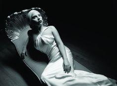 Vinte gifs que mostram o estilo incrível de Lady Gaga em American Horror Story Hotel