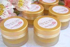 Si quieres preparar un regalo original para tu boda te enseño como hacer balsamos labiales casero. Éxito asegurado!