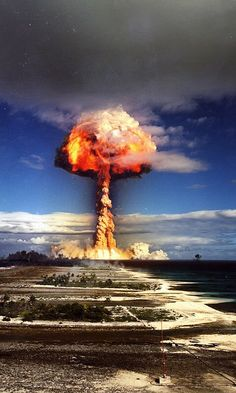 A big selection of the horrible though beautiful nuclear tests.There is the story about the first 4 pictures.We can see the explosion of the first H bomb. Bomba Nuclear, Nuclear Test, Nuclear Bomb, Nuclear Energy, George Patton, Illuminati, Mushroom Cloud, Einstein, E Mc2