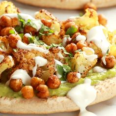 Rezepte Avocado Roasted Veggie Pitas with Avocado Dip - super adaptable to any veggies you have on hand - loaded with flavor, and ready in 30 minutes! Veggie Dishes, Veggie Recipes, Whole Food Recipes, Cooking Recipes, Pita Recipes, Vegetarian Recipes Videos, Free Recipes, Healthy Snacks, Healthy Eating