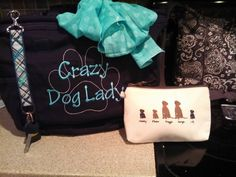 How much do YOU love your pets? Get our creative expressions mini zipper and one of our awesome purses and a hang-it key fob! You know you want to Click the Pic! Thirty One Totes, My Thirty One, Thirty One Gifts, 31 Gifts, Cute Gifts, Thirty-one Taschen, Retro Metro Bag, Thirty One Consultant, Crazy Dog Lady