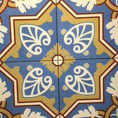 wyraziste patchworki, patwork, jedna płytka składa się z kilku mniejszych tworzących wzór patchworku